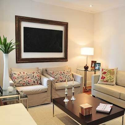 Sala moderna elegante pequena