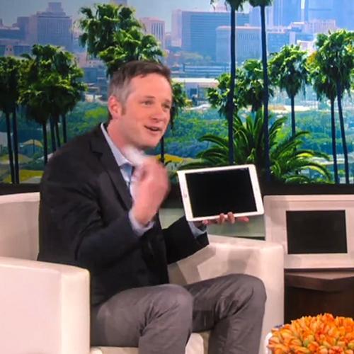 Ilusionista faz truques de mágica espetaculares com um iPad em Talk...