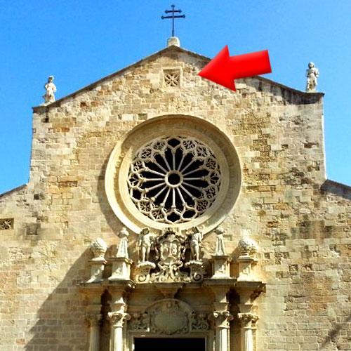 Essa simpática igreja esconde um segredo completamente assustador
