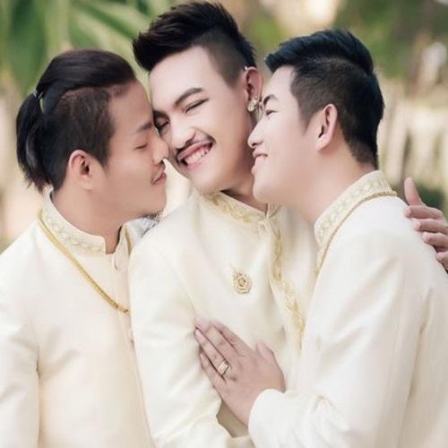 Três homens se casam no primeiro casamento gay do tipo em todo o mundo