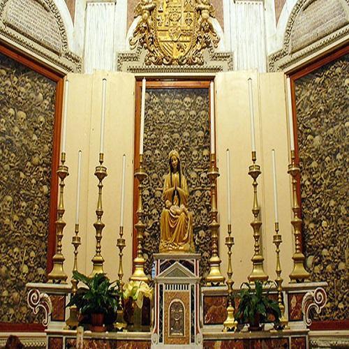 Uma simpática igreja, que esconde um segredo completamente assustador