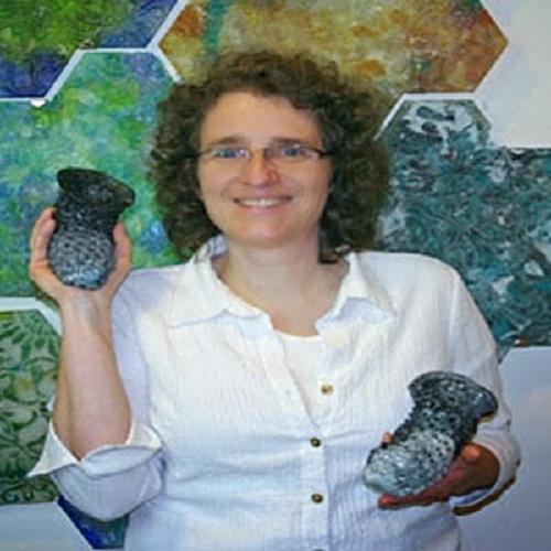 Artista faz Incriveis peças de tricô com vidro